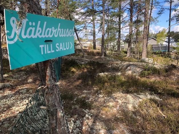 Högt fritt läge med utsikt över Täby trädgårdstad Totalt byggrätt hela 246 kvm byggyta!