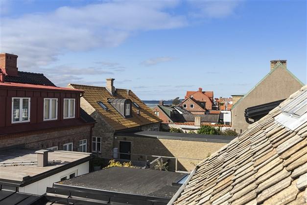 Vy över takåsarna från balkongen i väster