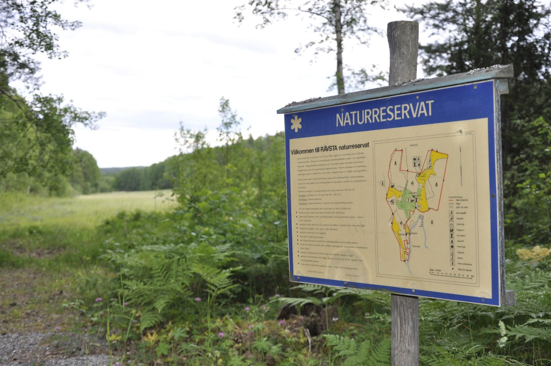 Rävsta naturreservat i närheten