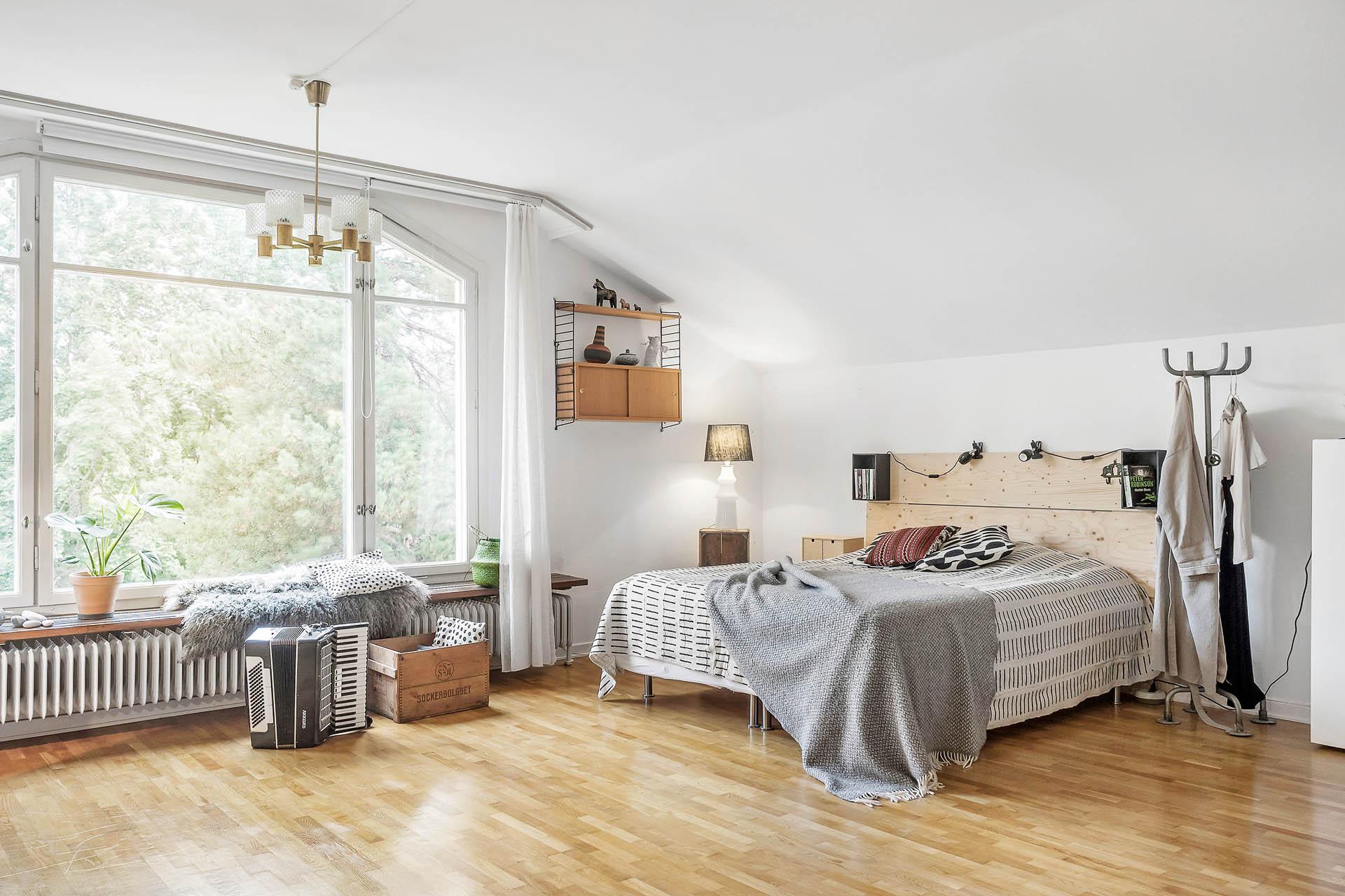 Möjlighet att bygga ett extra sovrum (se alternativ planritning).