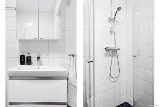 Helkaklat badrum med stilrena materialval