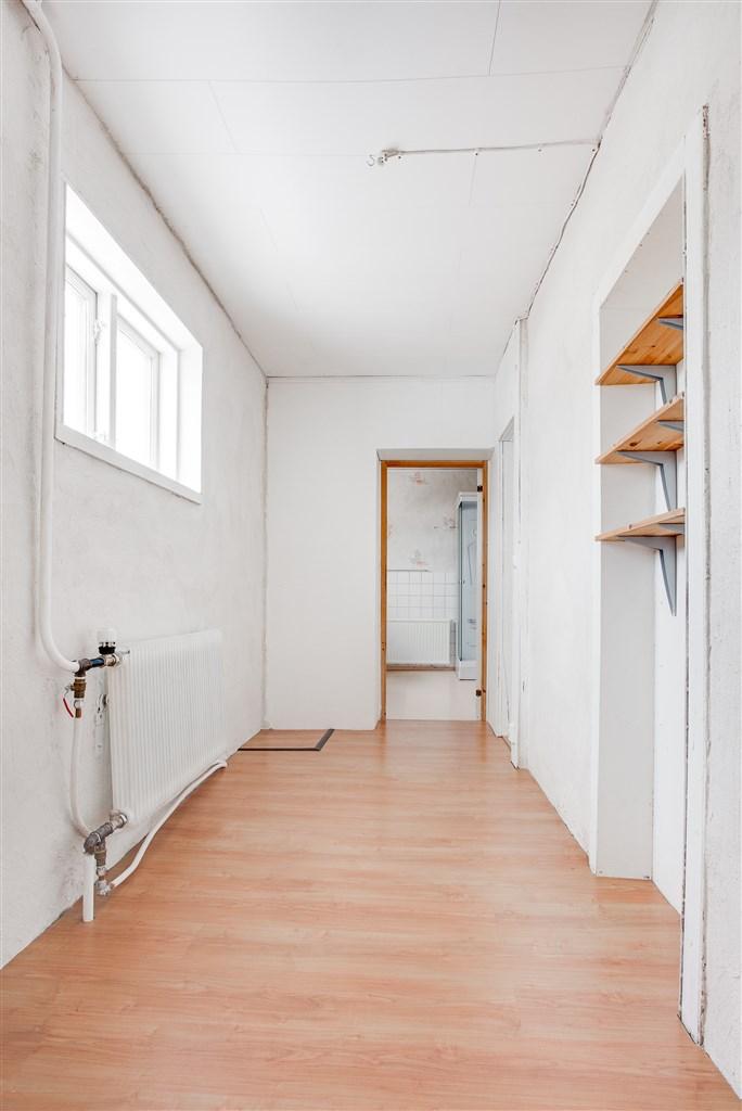 Passage med ingång till badrummet.