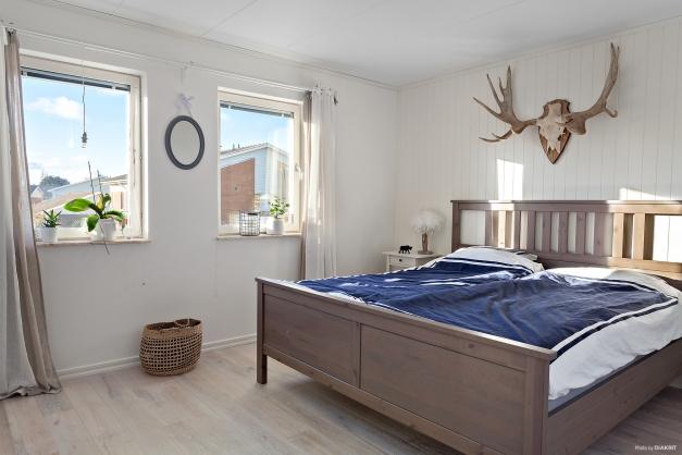 Sovrum 3 med garderobsektion