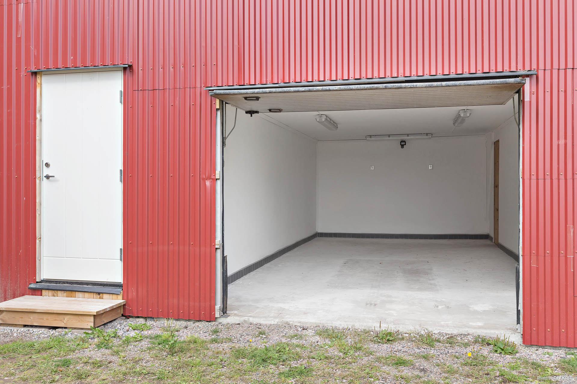 Ett av garagen.