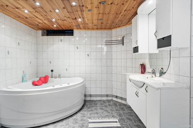 badrum, källarplan