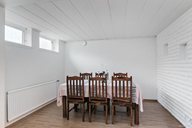 Bodega (går att dela av för ett extra gästrum/kontor)