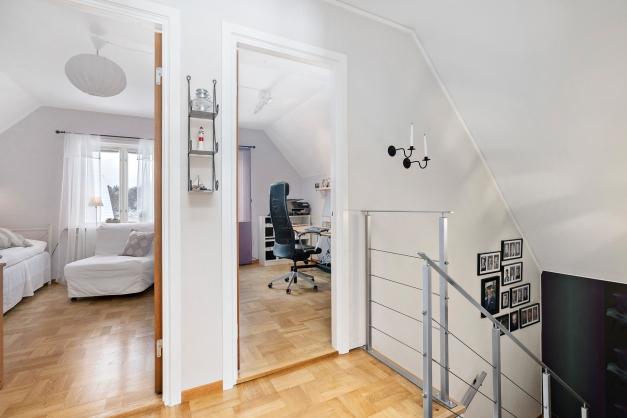 Hall och sovrum 2 och 3, övre plan