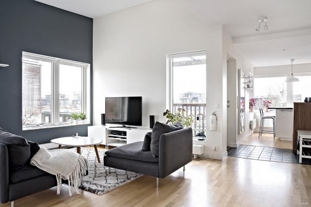 Välkommen till Marmorgatan 2!  En lägenhet som genomsyras av ett generöst ljusinsläpp och stora sociala ytor.