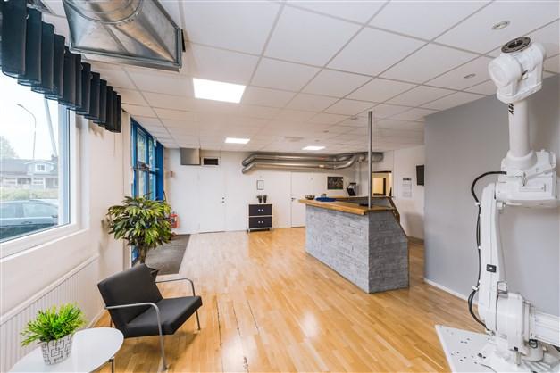 Reception till produktions- och kontorslokaler bottenplan.