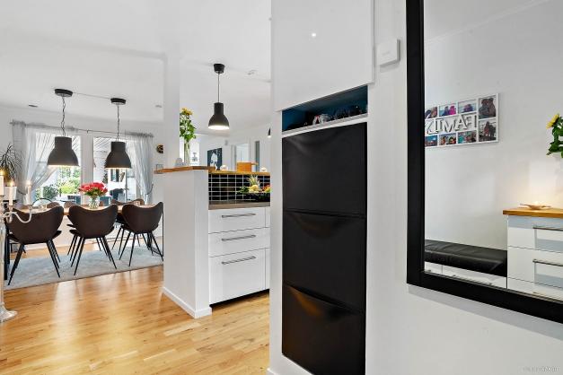 Hall mot kök och matrumsdel