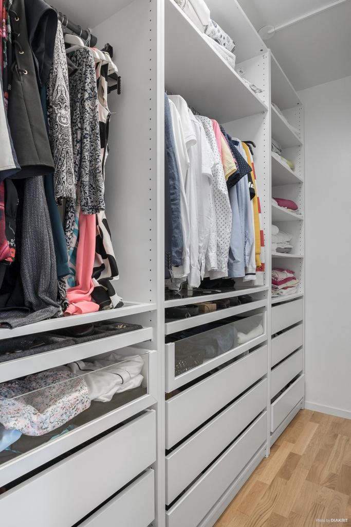 Plats för smidig klädförvaring