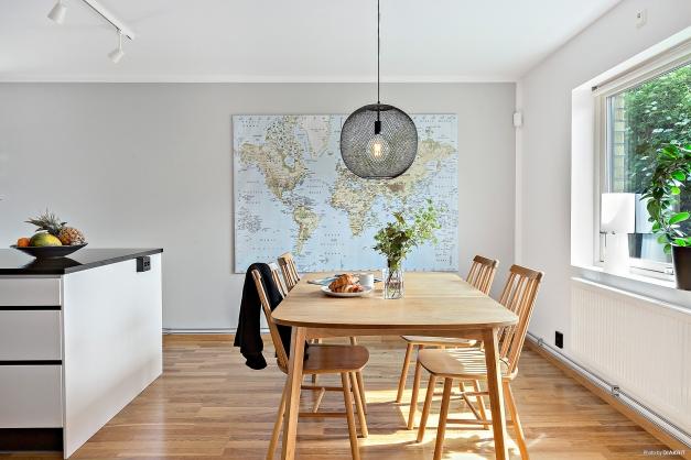 MATPLATS - Stor ljus matplats med plats för stort matbord