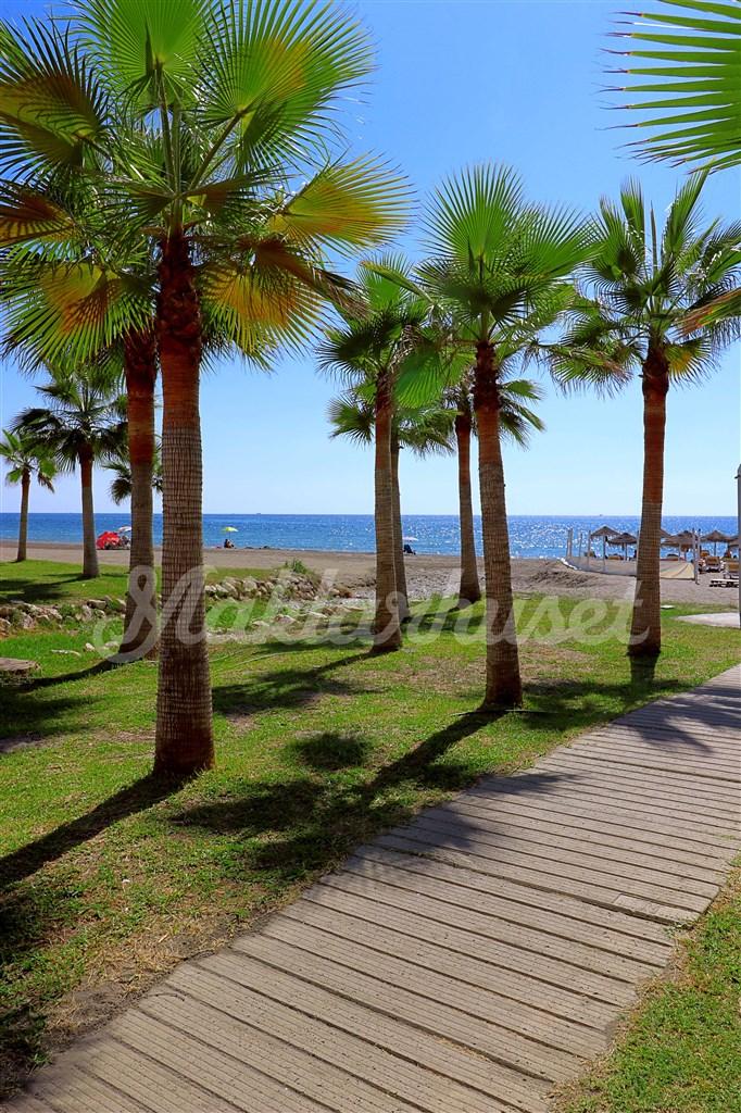 Torrox Costa har sub-tropiskt klimat och många fina stränder