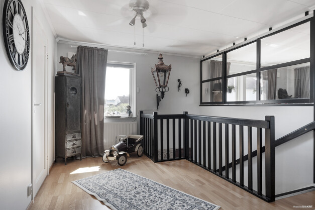 Möblerbar hall på andra våning
