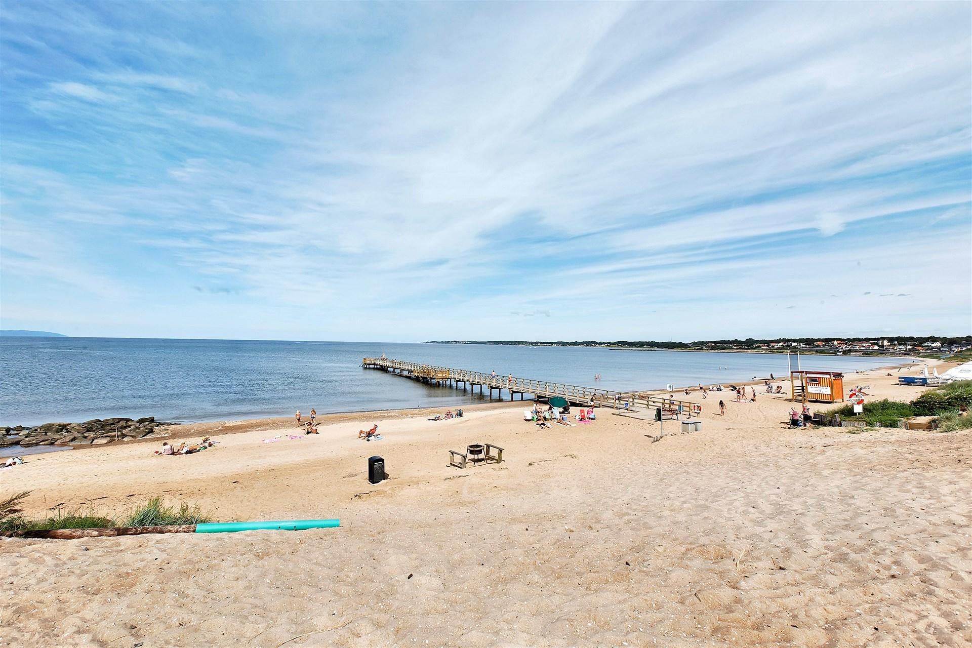 På kort avstånd finns den populära sandstranden Klitterhus.