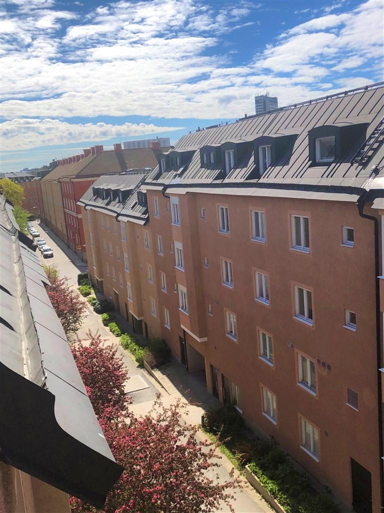 Utsikt från sovrummet (säljarens bild)