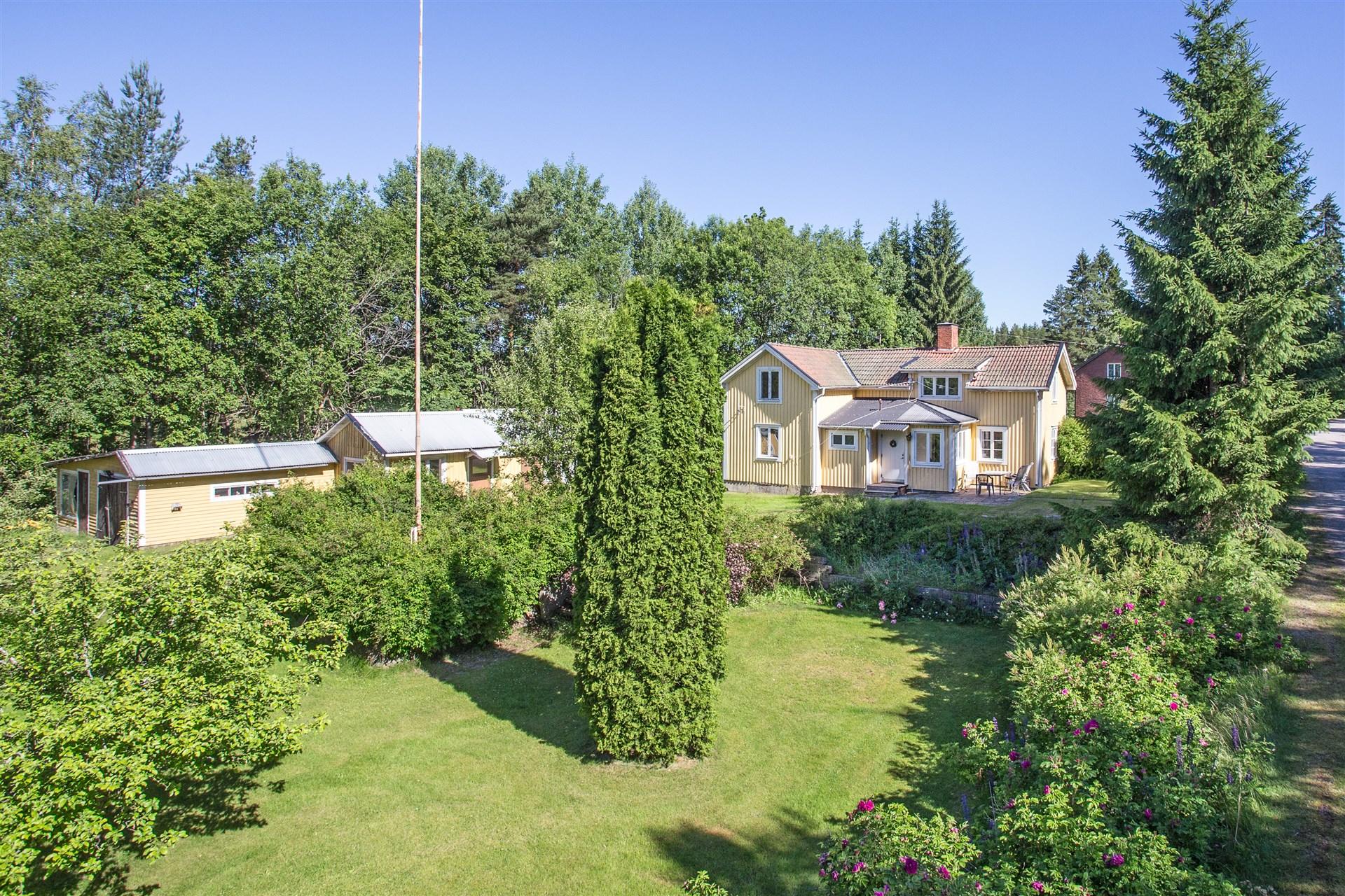 Hus med fint läge i Vasselhyttan, passar både som permanent- och fritidsboende.