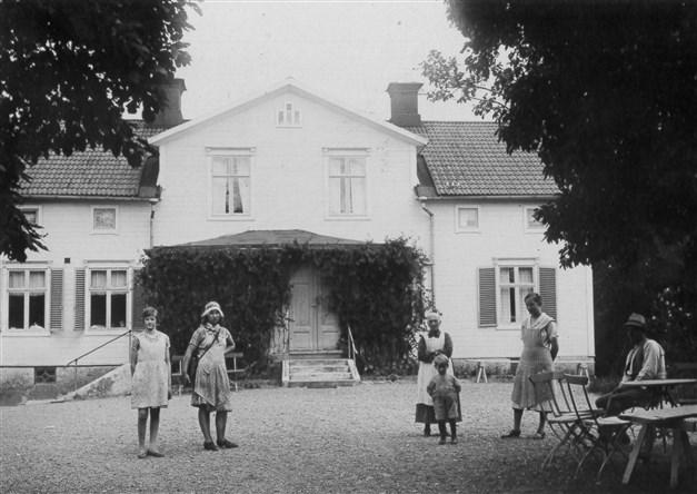 Fastigheten har varit i familjen i 4 generationer. Foto från ca 1925.