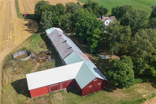 Flygfoto över gårdcentrum.