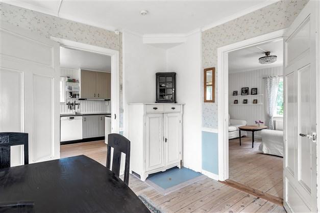 Matrummet mot kök och vardagsrum