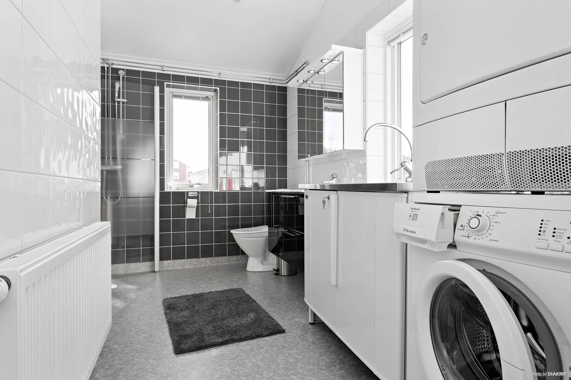 Badrum med tvätt, övervåning