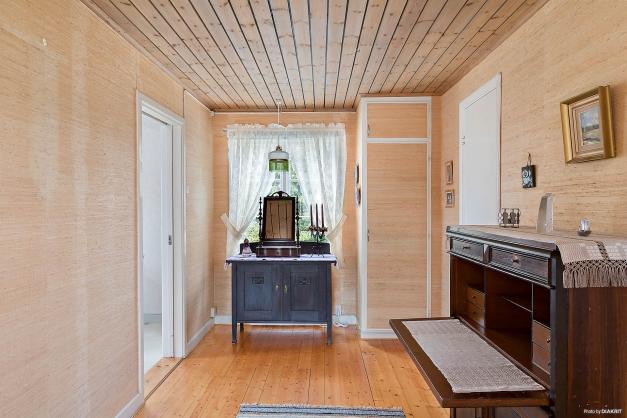 Köket ligger till vänster och duschrummet till höger