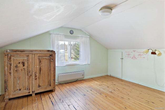Rum med plats för dubbelsäng på övre plan
