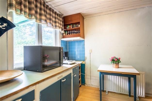 Del kök - närmast till vänster från hall/farstu