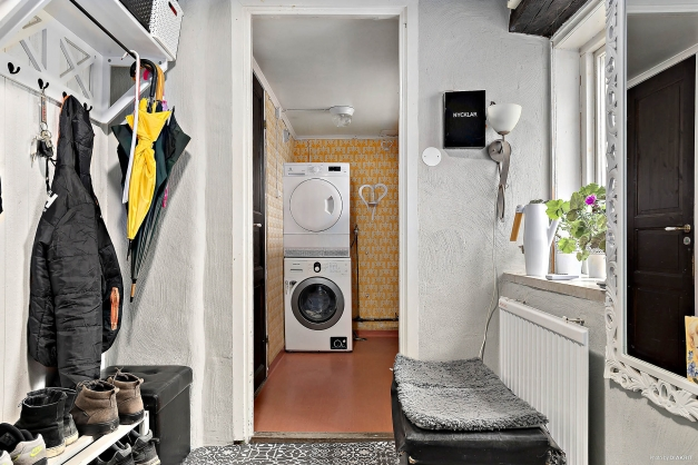 Hall mot tvättstuga