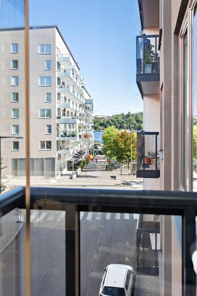 Sjöglimt från den inglasade balkongen