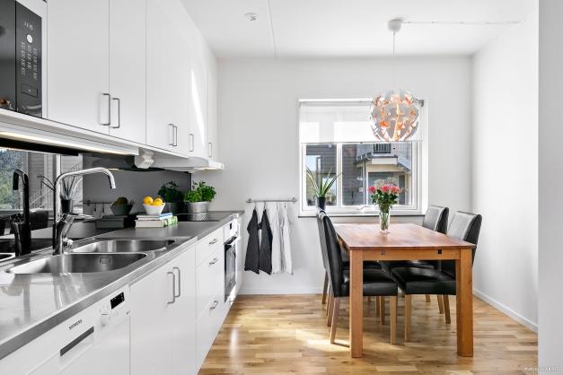 Modernt kök med fina materialval