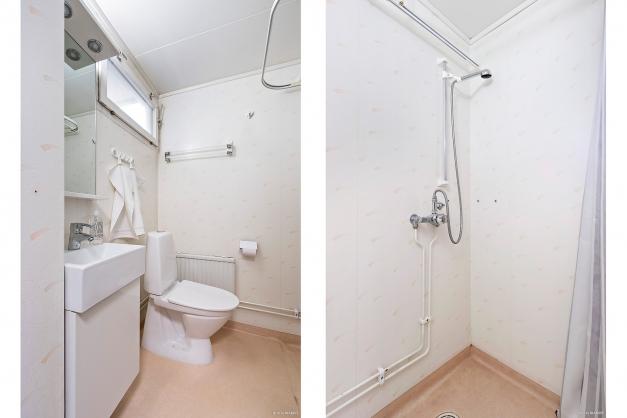 Badrum 1 med duschhörna.