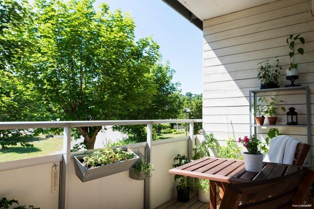 Ombonad balkong i västerläge.