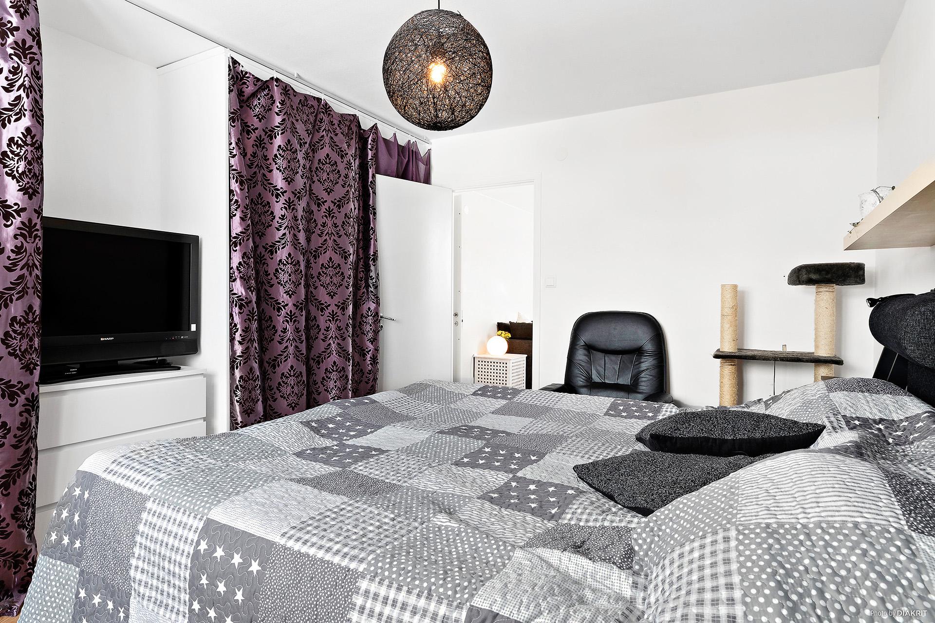 Större sovrum med 5 garderober