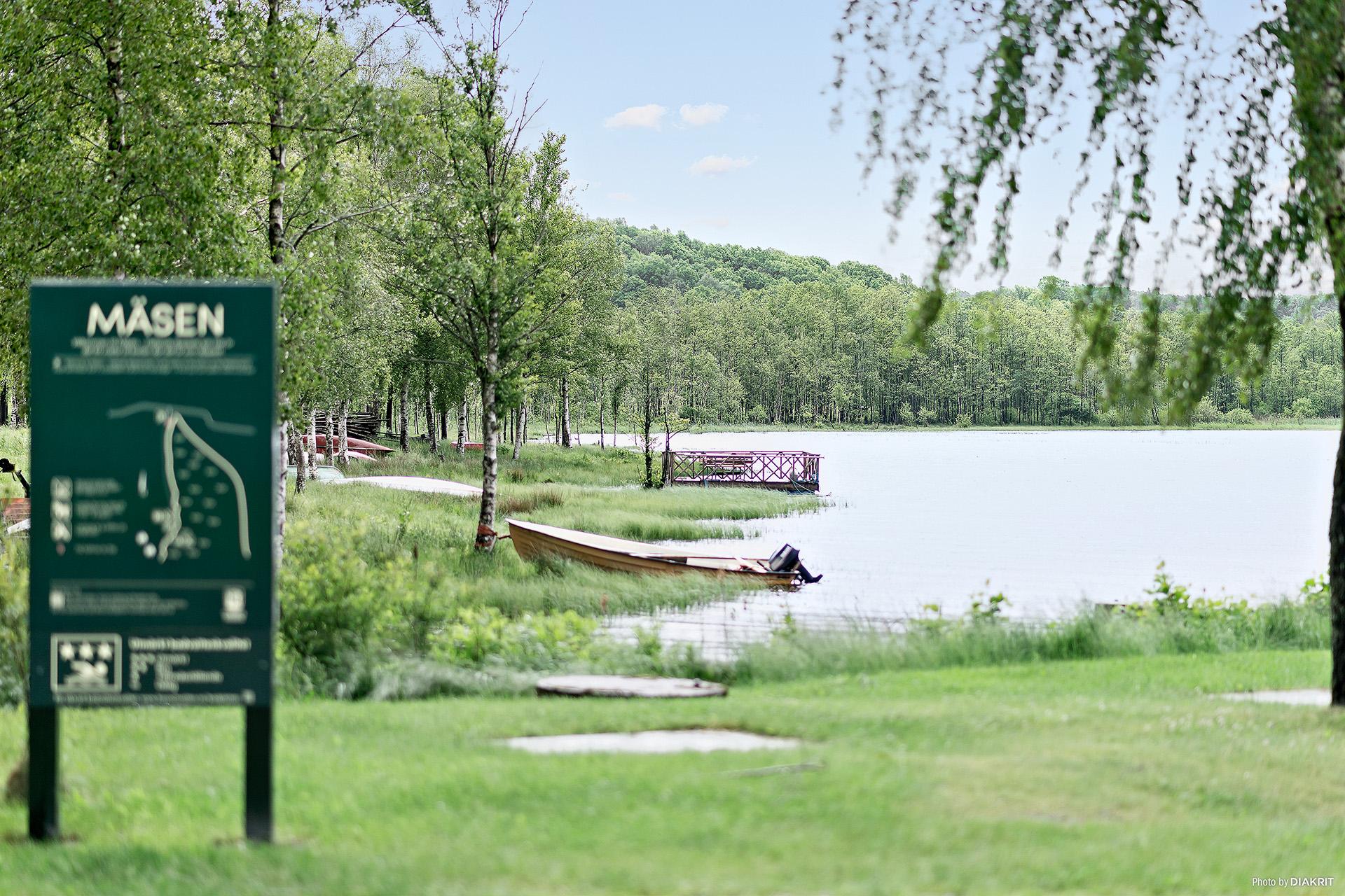 Badplats i närheten utav huset i sjön Mäsen