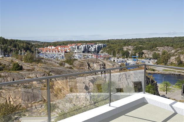 Balkong med utsikt mot Kebalviken.