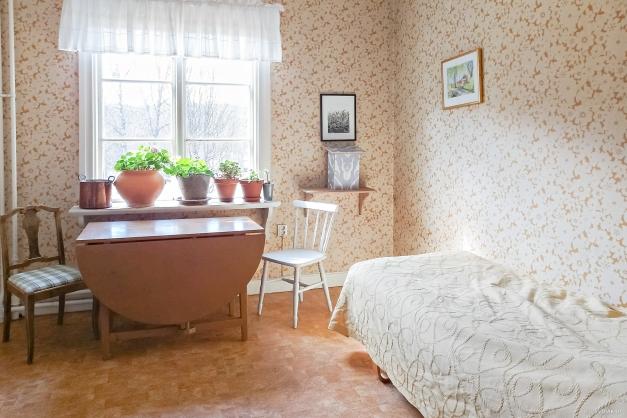 Kammare/Sovrum 1 på entréplan.