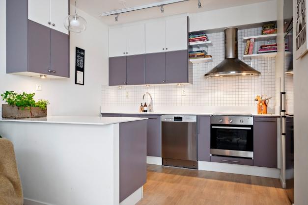 Kök med gott om förvaring och rejäla arbetsytor
