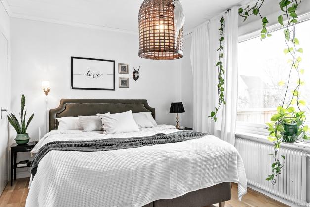 Sovrum med klädkammare i anslutning