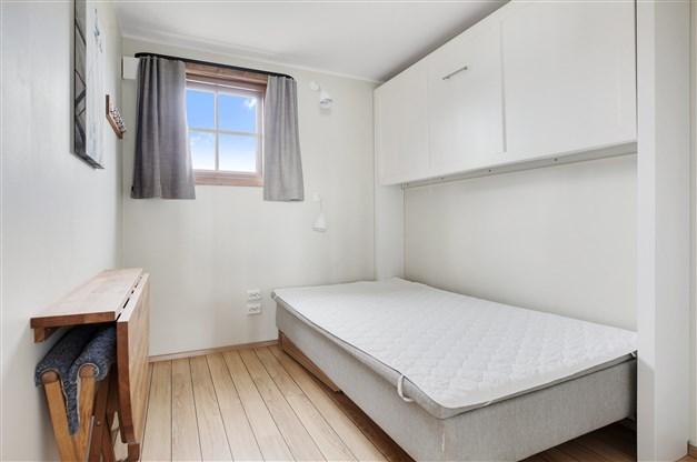 Sovrum 2 med nedfällbar våningssäng