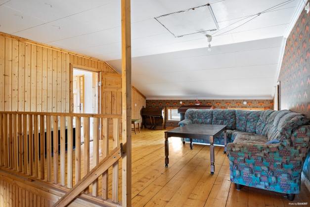 Möblerbar hall på ovanplan