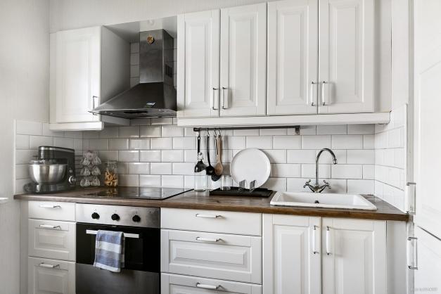 Fint renoverat kök och plats för matbord