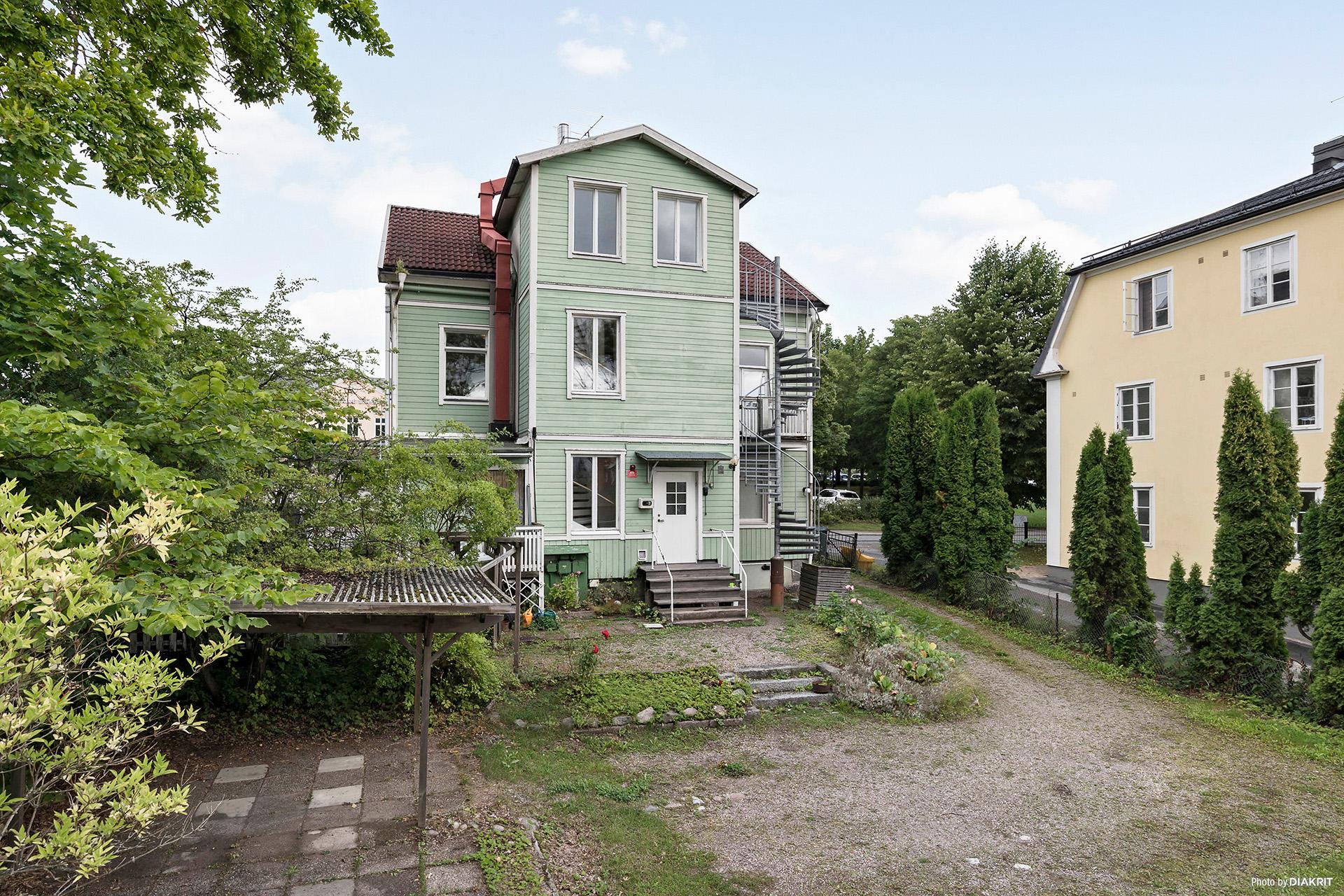Huset och del av tomten