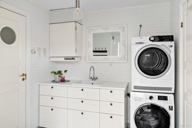 Groventré med tvättstuga