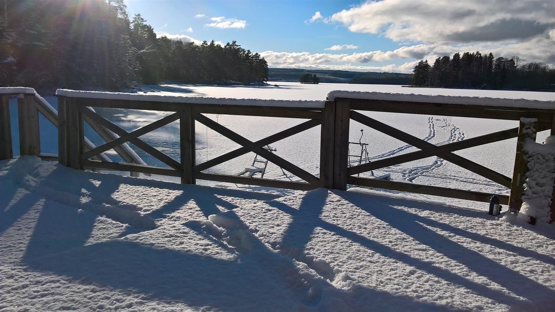 Utsikt från sjöstugedäcket vintertid