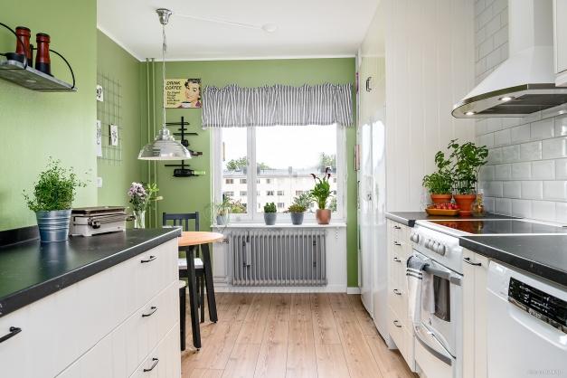 Köket vetter mot den gröna innergården