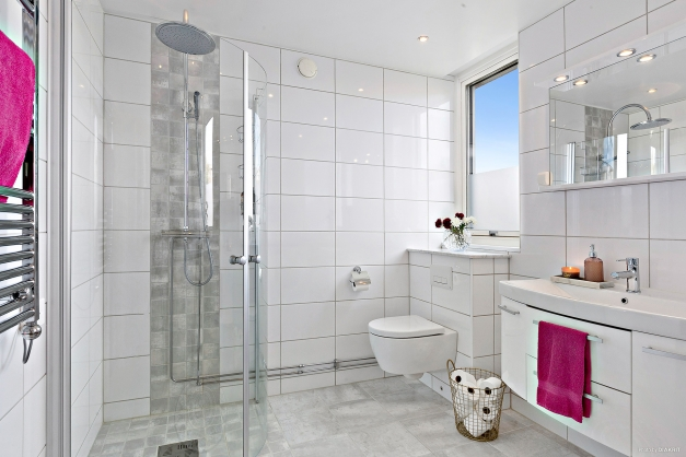 BADRUM - Stort lyxigt helkaklat badrum