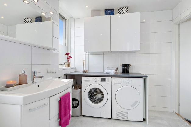 BADRUM - Separat tvättavdelning med lång arbetsbänk