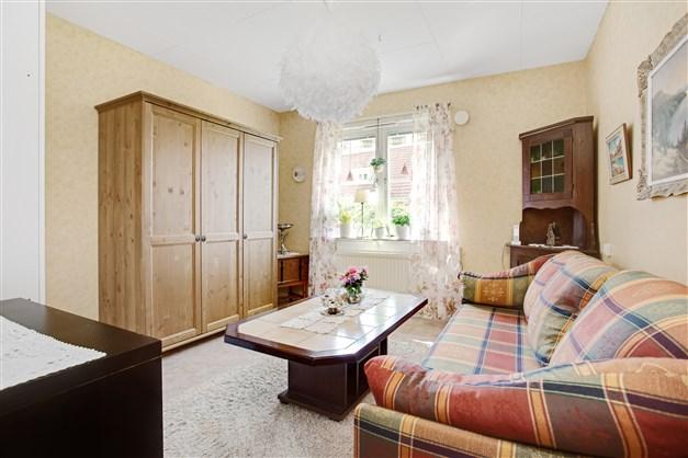 Sovrum 3 med 2 garderober och 1 linneskåp.