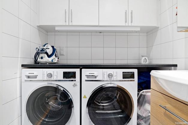 Egen tvättmaskin och torktumlare i badrummet